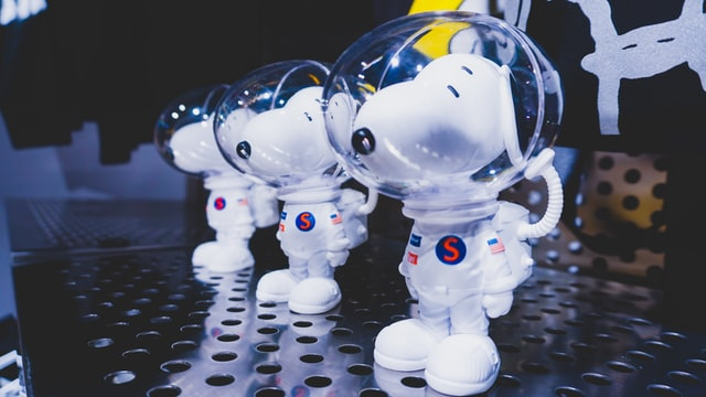 snoopy beagle astronaut