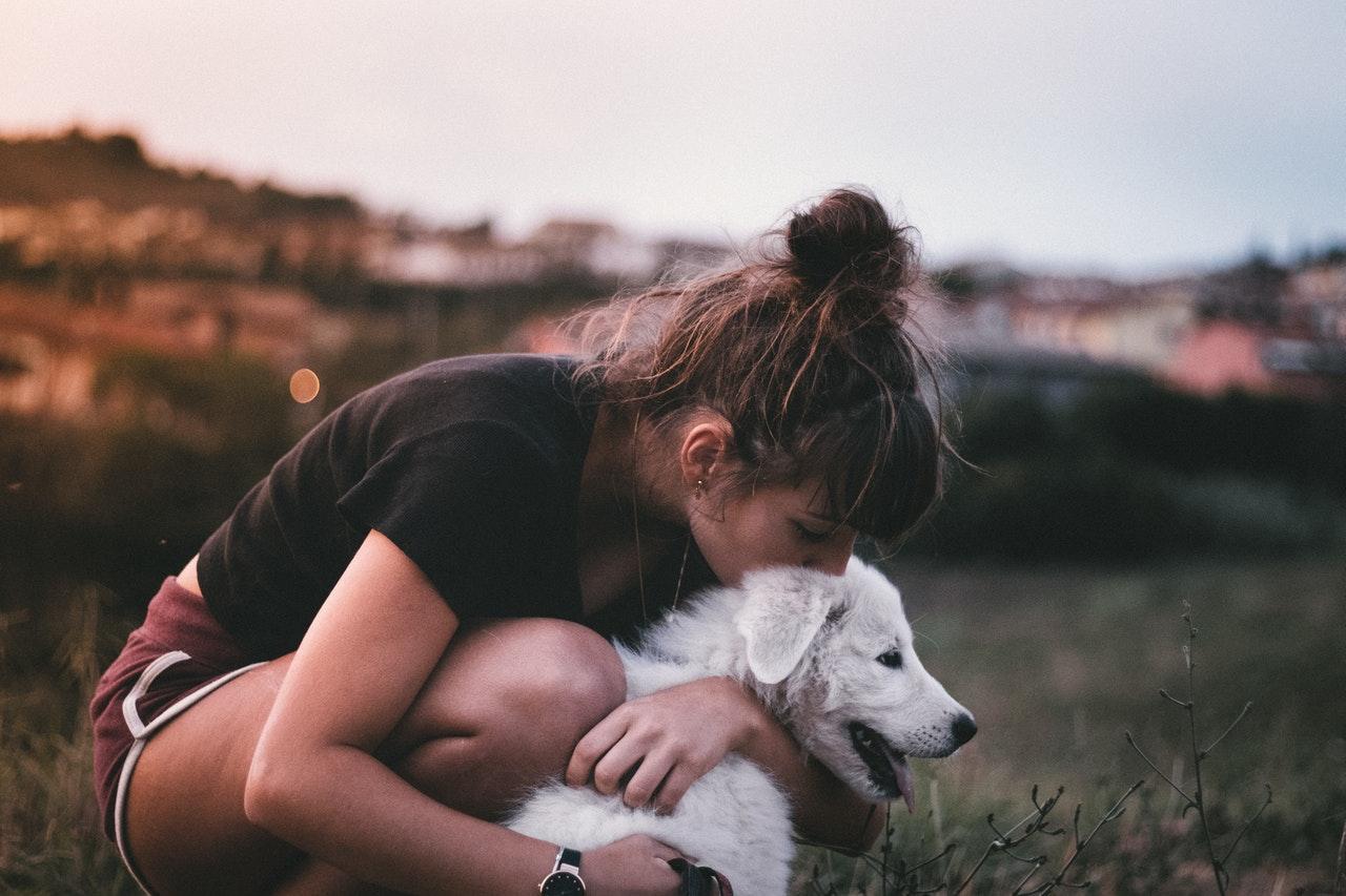 https://ilovemydogsomuch.com/wp-content/uploads/2021/09/dog-kiss-and-hug-by-woman.jpg